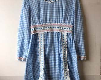 1970s long sleeved checkered picnic dress, back zipper,  wizard of oz