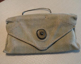 C932)  WWI US Military First Aid Pouch