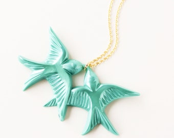 Teal green vintage plastic swallow love birds gold necklace