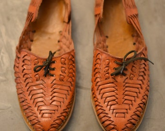 7.5 / Vintage 80s Cognac Leather Huarache Oxford Flats - Made in Mexico