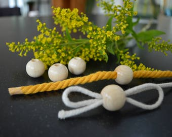 Blanc wooden (macrame) beads Ø 20 mm with hole ø 0,7 cm