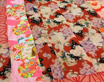 Patchwork thin quilt- valuable kimono- woolen muslin- vintage and antique kimono fabrics- flowers- pink- used kimono of vintage