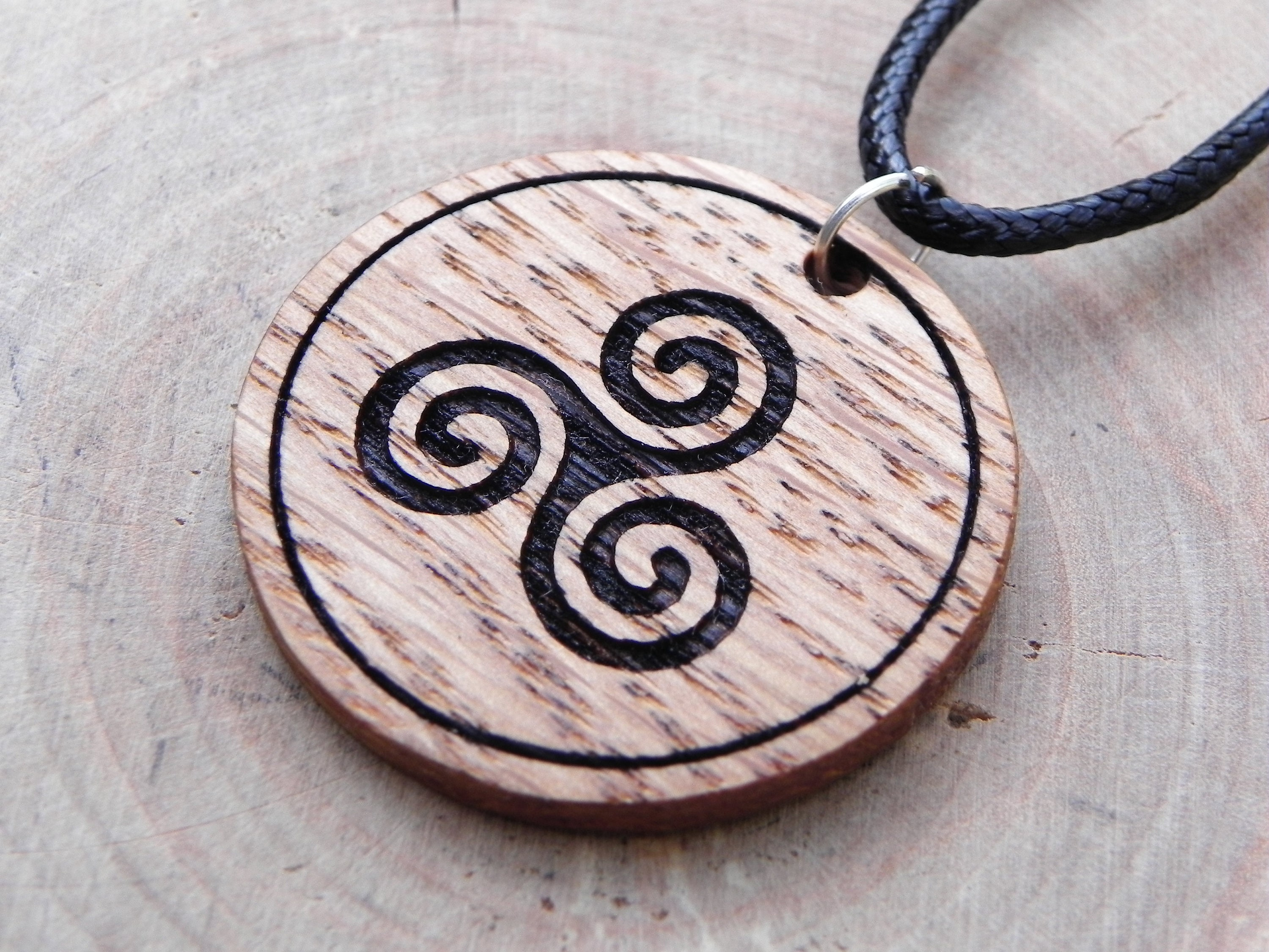 product closeup spiral necklace pendant