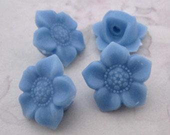 20 pcs. periwinkle blue plastic flower shank buttons 17mm - f5328