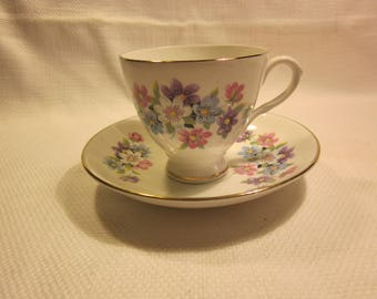 Pretty vintage bone china teacup  -  made in England