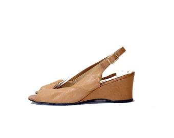 Vintage California Magdesians Slingbacks// Beige Tan Leather Peep Toe Sandals// Size 8.5M