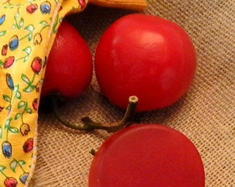 Tomato Soap with Natural Lycopene / Juicy Vine Ripe Tomato Scent / Round Bar Fits in Hand / Handmade for Kitchen and Bath