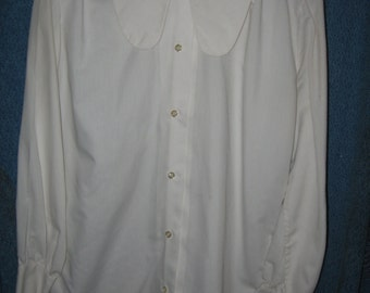 1970s white long collar tabs Ship 'N Shore blouse size 36 long sleeve