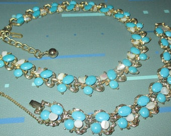 Vintage MOD 60s Turquoise Cabochon Bead and Mother of Pearl Necklace and Bracelet Set