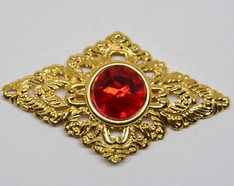Lovely gold tone brooch