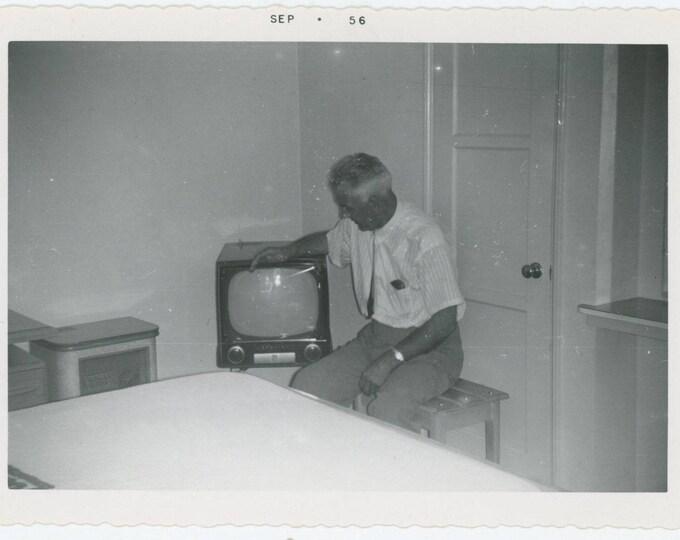 Vintage Snapshot Photo: Hotel Room, 1956 (712628)