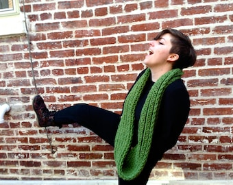 The Chunky Loop Scarf in Grass