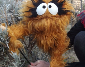 kindaall monster muppet- wooden rods puppet