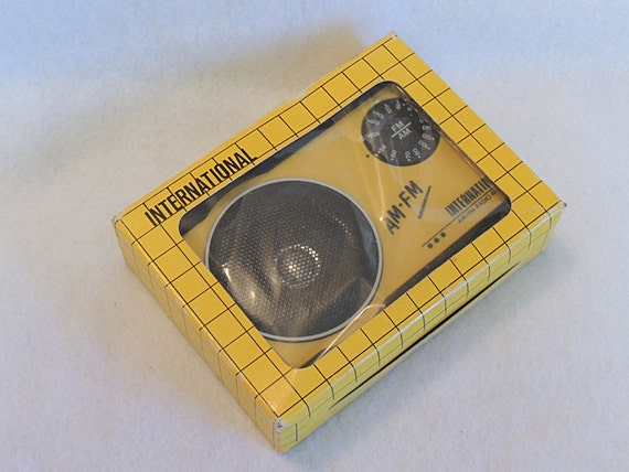 Vintage International AM FM Portable Radio Yellow & Black In Original Package Unused