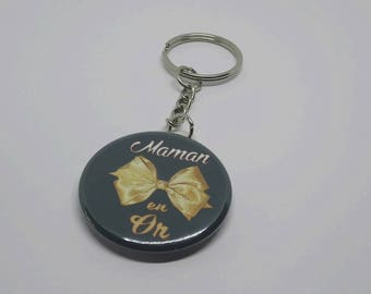 Ring Badge 38 mm gold MOM keychain