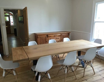 X TABLE. Solid oak dining table, extended