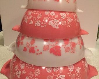 Pyrex pink gooseberry Cinderella set.