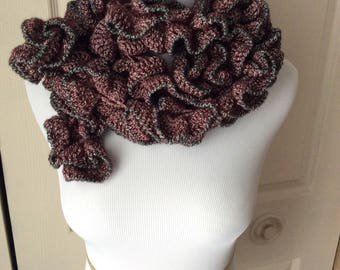 Crochet ruffle scarf - red with black trim