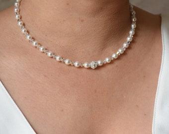 Bridal Pearl necklace, model Angelique.
