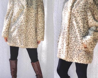 1970s Faux Fur Coat with Silky Lining & Pockets || Luxury Faux Fur Leopard Print. Pin Up Style Coat. 70s Leopard Coat. Vintage Faux Fur Coat