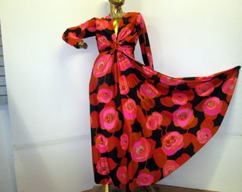 make a grand entry in this vintage 70s bold  floral print dress sz 10