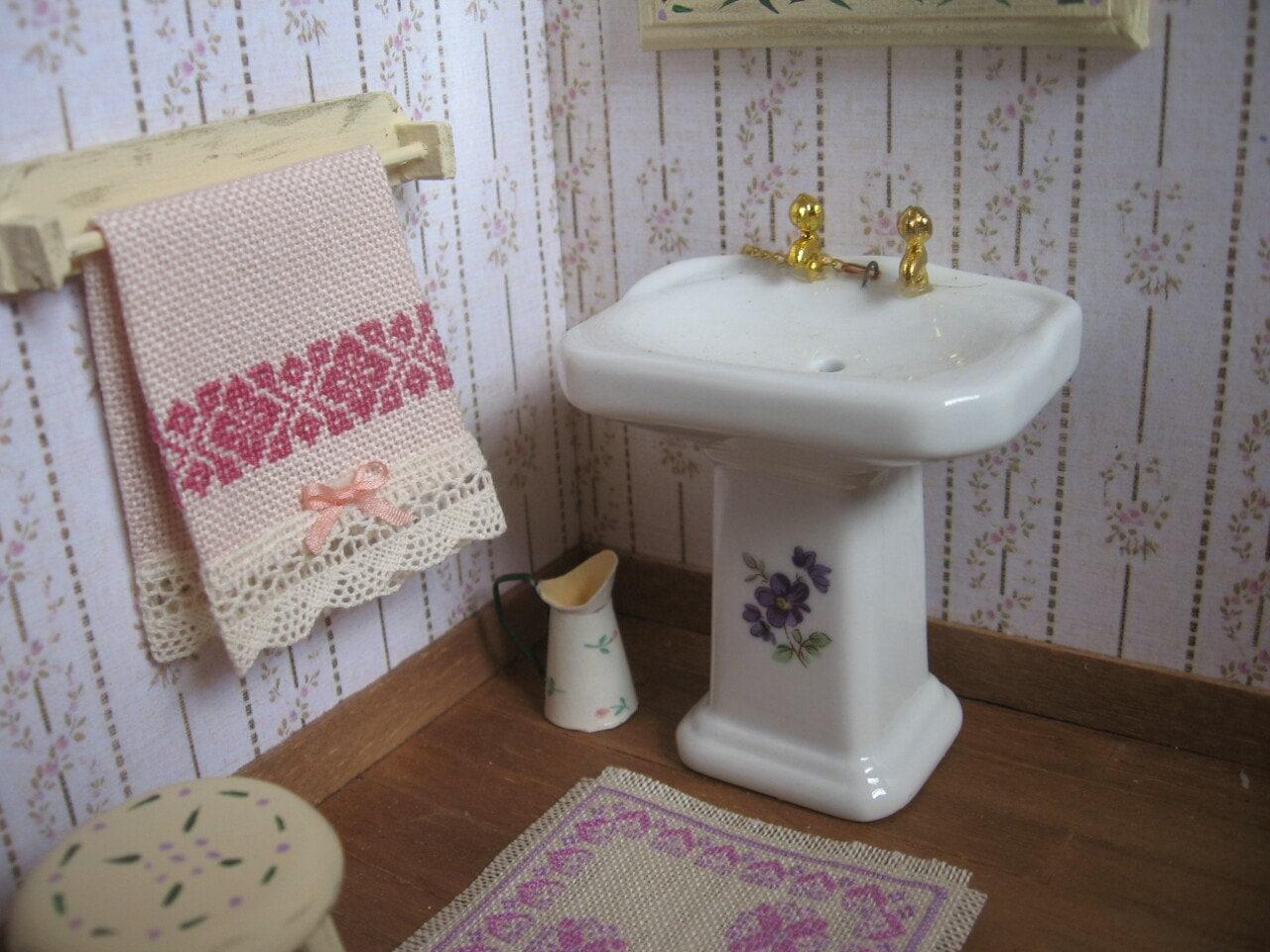 Toallas bordadas a punto de cruz accesorios baño miniatura