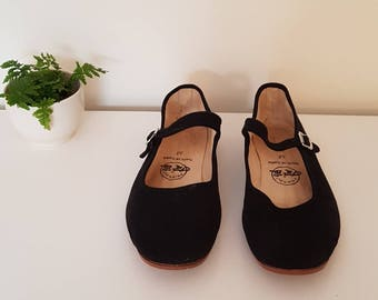 Chinese Mary Janes. Black size 38.