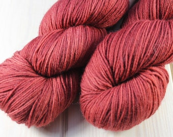 Skein hand dyed - Fingering - superwash Merino and Nylon (75/25) - 100 g / 425 m - Crimson