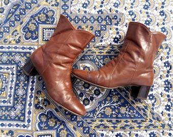Women's vintage Chelsea boots size 7.