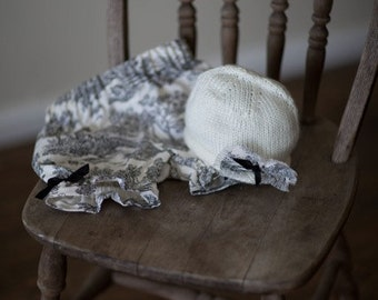 Black and White toile Diaper Cover and Matching Hat