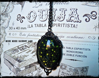 Green Dragon Blood Gothic Necklace - Black gift box included