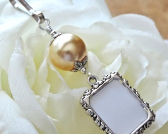 Wedding bouquet photo charm. Gold pearl- Small picture frame charm. Memorial photo for Bouquet. Bridal shower gift. Gift for a bride.