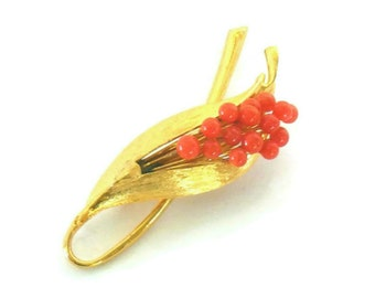 Coral Berry Brooch, Vintage Unsigned Faux Coral Gold Tone Leaf Pin