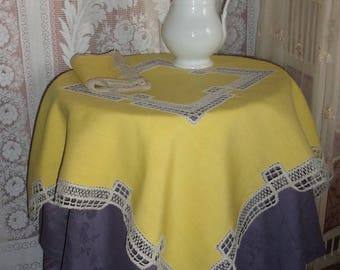 A charming little old service, a tablecloth and 12 napkins, old