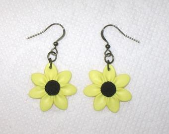 Black Eyed Susan Earrings,Sunflower Earrings,Petite Flower Earrings,Polymer Clay,Yellow Flower Earrings,Floral Jewelry,Gift for Mom,Daisy