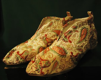 Vintage 1960s Paisley Colored House Shoes