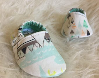 Baby Moccs: Foxes and Mountains / Baby Shoes / Baby Moccasins / Childrens Indoor Shoes / Vegan Moccs / Soft Soled Shoes / Montessori Shoes