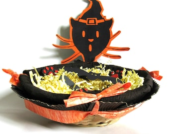 Basket candy basket, black and orange cat with witch Hat