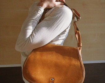 Womens leather bag, leather bag womens, caramel brown vintage womens bag, womens vintage bag, womens crossbody bag, leather crossbody bag