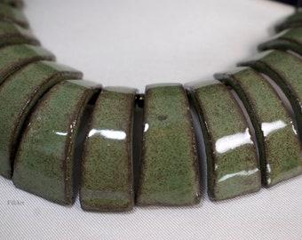 Women's green ceramic choker, length 43 cm, handmade, 13 elements in black earth with shiny glossy enamel