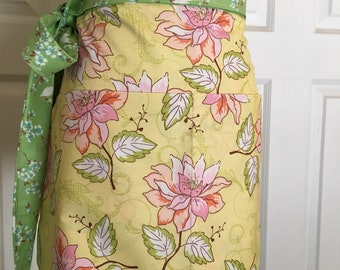 Vendor apron - waitress - hair stylist - cooking - kitchen - garden womens kitchen textiles hostess gift Shabby chic
