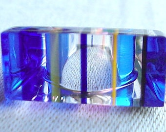 Size 7.5 Lucite Perspex Ring - Sweden Colors - Yellow & Blue Layers in Clear - Vintage Mod