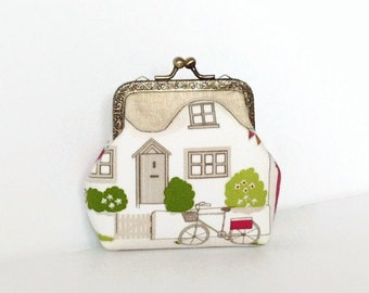 Metal Frame Coin Purse / English Cottage Print / Kiss lock Purse / Gift for her