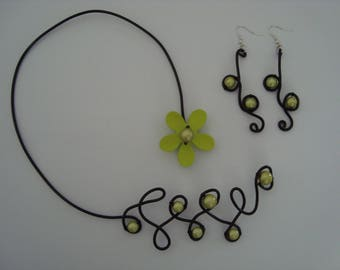 Set of jewelry with green and black