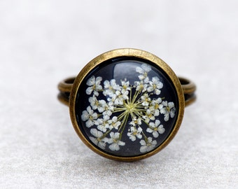 Ring with genuine, delicate flower