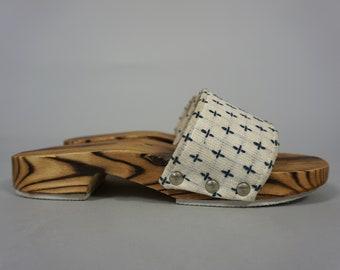 Vintage Slides Slippers Sandals Slip-On Shoes Mules   Asian Wooden Linen Cotton Sandals   White Blue   Women's 8 - 8.5