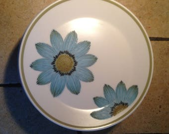 8 Blue Daisy Progression Dessert Plates by Nortake