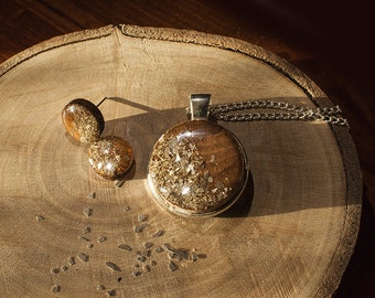 Wood and glass glitter necklace, everyday jewelry, Hand crafted, Resin jewelry, Very lightweight, LightFragments