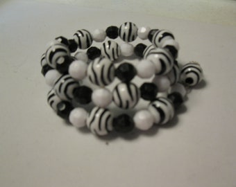 Girls coil bracelet with black and white beads