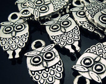 Four silver owl charms Halloween charm steampunk jewelry findings supplies   quantity 4 DRW950